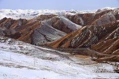 Endlose schneebedeckte Berge Stockfotografie