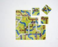 Endlose Straßen labyrinth Lokalisiert auf Weiß lizenzfreie stockfotos