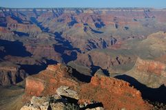 Endloser Grand Canyon Vista Ende des Nachmittages Stockfotografie