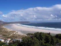 Endloser Strand und Himmel Lizenzfreie Stockbilder