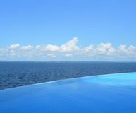 Endloser Swimmingpool Lizenzfreies Stockfoto