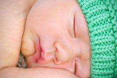 Endormi rapide nouveau-né photo libre de droits