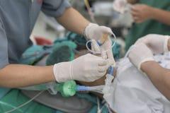Endotracheal rör för sjuksköterskasugning royaltyfria foton