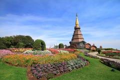 Endroit célèbre de Chiangmai la belle pagoda sur le dessus d'Inthan Images stock