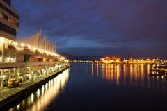 Endroit de Canada et le port de Vancouver la nuit Photographie stock libre de droits