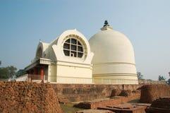 Endroit de nirvana d'imitation Bouddha de pagoda dans la ville de Kusinaga de l'Inde Photo libre de droits