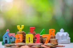 endroit de nombre des 2017 textes sur des pièces de monnaie avec la maison Image stock