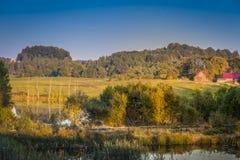 Endroit de Villege et l'étang Image stock