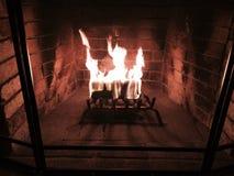 Endroit du feu brûlant à la maison Photo stock