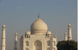 Endroit historique Taj Mahal Mausoleums Of Love avec l'oiseau de vol Images libres de droits