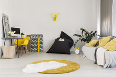 Endroit minimaliste pour le travail Images stock
