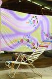 Endroit où le batik malaisien sont accrochés et séchés Image libre de droits