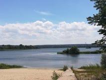 Endroit tranquille pour le repos sur la rivière de Dnieper photos libres de droits