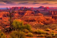 Endroit tribal de majesté de Navajo de MESA de chasses près de vallée de monument, Ari Image stock