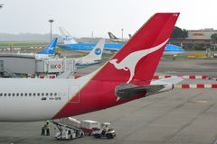 Endstück von Qantas Airbus 330 an Changi-Flughafen Stockbilder