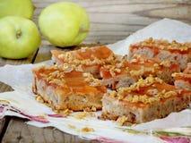 Endureça com maçãs, geleia, flocos caramelized Imagem de Stock