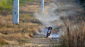 Enduro off-roading dans le rassemblement russe 2014 de course de cinq jours photographie stock libre de droits