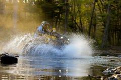 Enduro off-roading dans le rassemblement russe 2014 de course de cinq jours image stock