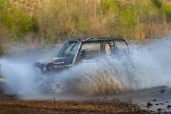 Enduro off-roading dans le rassemblement russe 2014 de course de cinq jours photographie stock