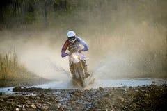 Enduro off-roading en la reunión rusa 2014 de la raza de cinco días Imagenes de archivo