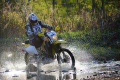 Enduro off-roading en la reunión rusa 2014 de la raza de cinco días Foto de archivo