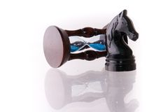 Enegreça o cavalo da xadrez com areia-pulso de disparo Foto de Stock Royalty Free