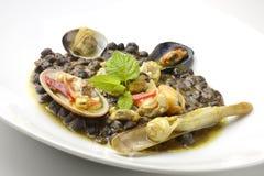 Enegrece a sopa do grão-de-bico com marisco Fotografia de Stock Royalty Free