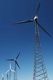 Energía alternativa - turbinas de viento Imagenes de archivo