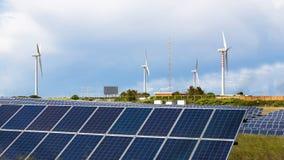 Energía de la energía solar y eólica Imágenes de archivo libres de regalías