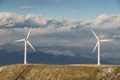 Energía de las turbinas-aeolic del viento Imágenes de archivo libres de regalías