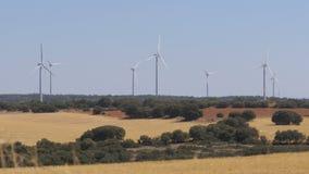 Energía eólica en el desierto de España almacen de metraje de vídeo