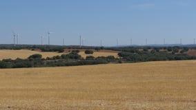 Energía eólica en el desierto de España almacen de video