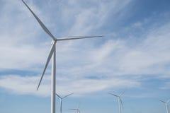 Energía eólica en la montaña Foto de archivo libre de regalías