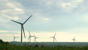 Energía eólica, energía eólica, turbina de viento almacen de metraje de vídeo