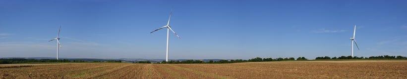 Energía renovable de las turbinas de viento Imagen de archivo libre de regalías