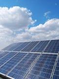 Energía renovable, los paneles solares Fotos de archivo libres de regalías
