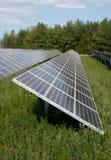 Energía renovable: los paneles solares Imagen de archivo libre de regalías