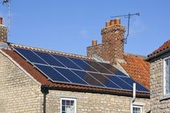 Energía solar - calefacción doméstica imagen de archivo