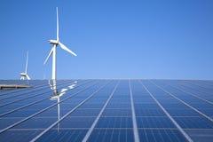 Energía solar y eólica fotografía de archivo libre de regalías