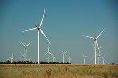 Energía verde de las turbinas de viento imágenes de archivo libres de regalías