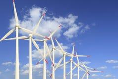 Energía verde moderna de las turbinas de viento Imagenes de archivo