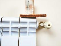 energetyczny dostosowanie grzejnik save Save energię i pieniądze pojęcie Zdjęcia Stock
