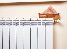 energetyczny dostosowanie grzejnik save Save energię i pieniądze pojęcie Obrazy Royalty Free