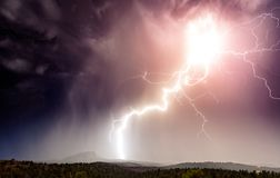Energi svaller över den Sedona himlen royaltyfri foto