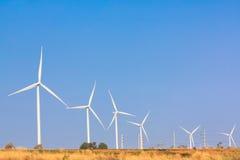 A energia alternativa da exploração agrícola do gerador de vento imagens de stock