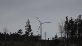 Energia alternativa dalle turbine stock footage