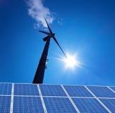 A energia alternativa de energia de vento corre através Imagem de Stock Royalty Free