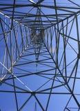 Energia de aço do poder do hidro fio das torres Fotos de Stock Royalty Free