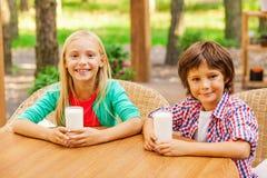 Energia de recarregamento com leite fresco Fotografia de Stock Royalty Free