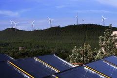 Energia de vento e potência solar Fotografia de Stock Royalty Free